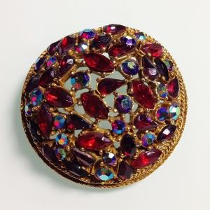 """Винтажная брошь от """"ART"""" с кристаллами рубинового цвета и кристаллами Aurora Borealis"""